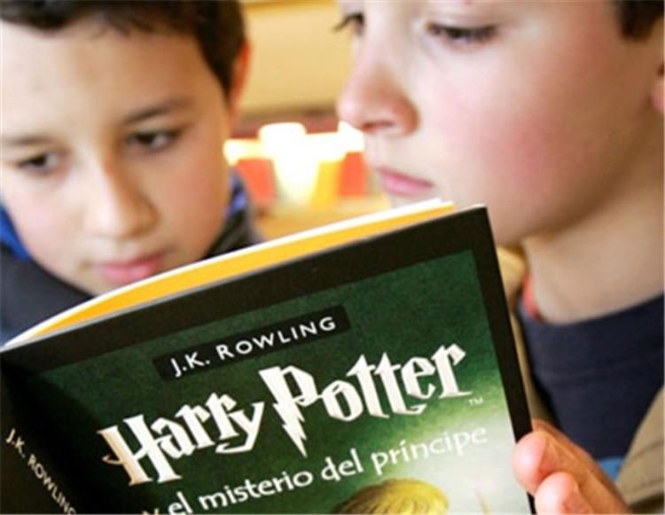 nens llegint Harry Potter