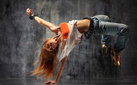 girl_breakdance